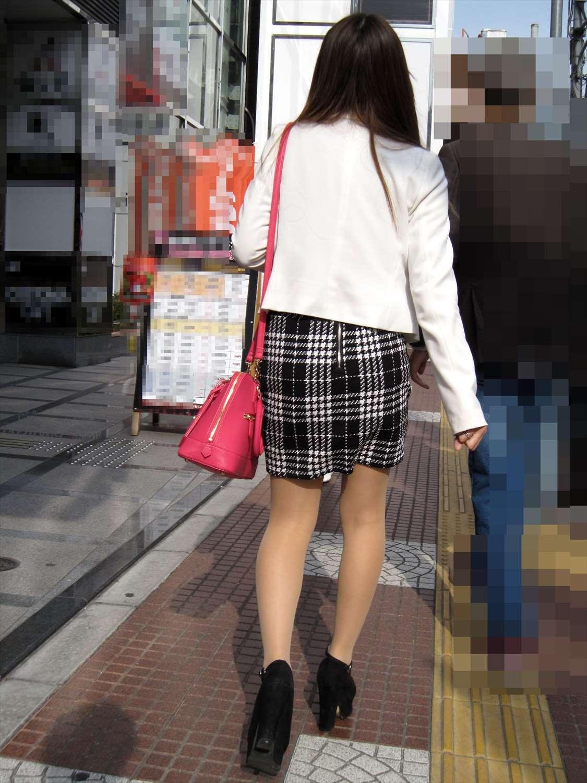 タイトミニスカ女子のお尻と太もも街撮りエロ画像13