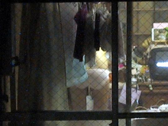 ベランダから覗いた民家盗撮の素人エロ画像2