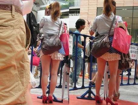 パンチラ街撮り素人エロ画像12