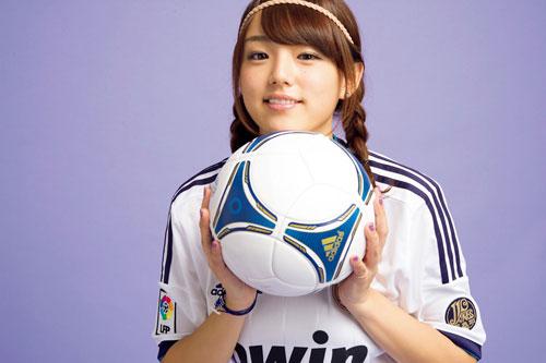サッカーユニフォーム女子のエロ画像18