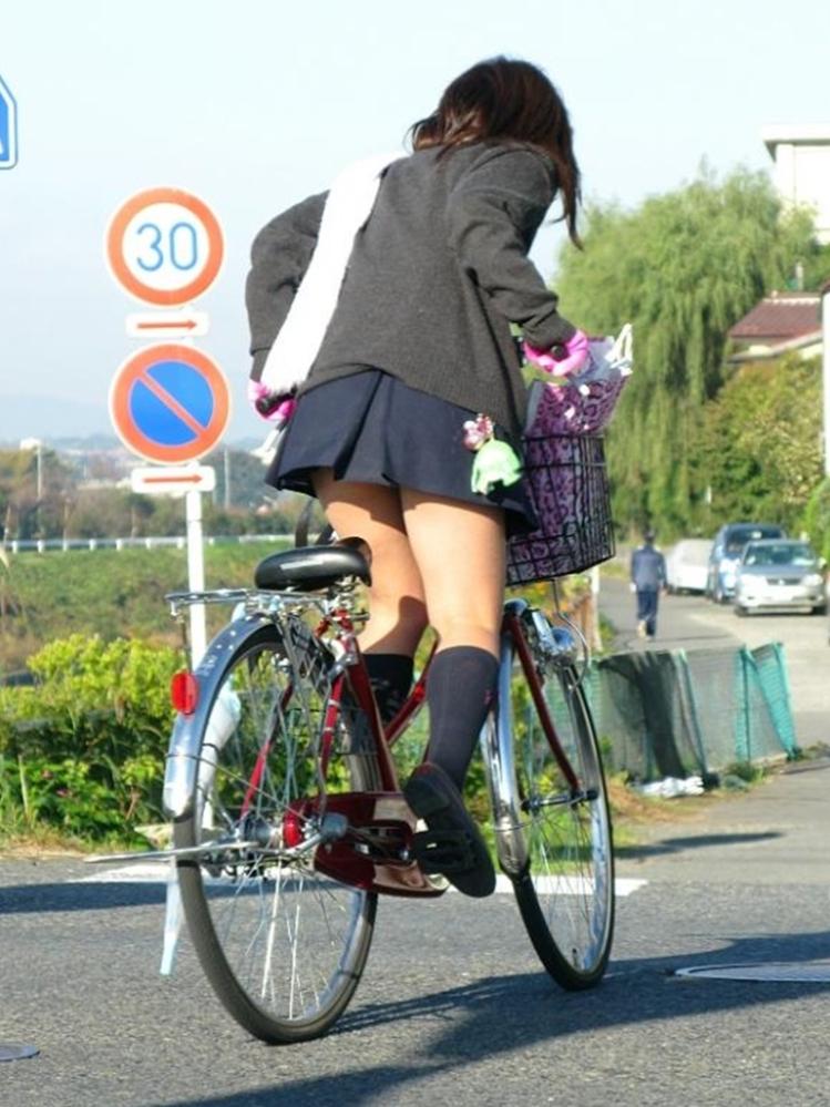 自転車JKの街撮り素人エロ画像14