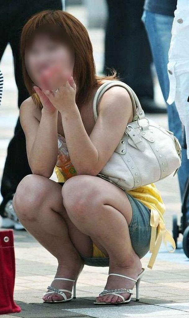 夏のラッキースケベ・ミニスカパンチラの素人エロ画像09