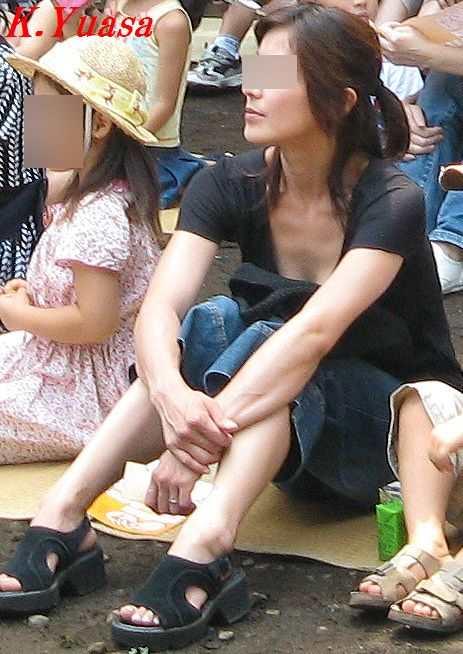 ママの無防備な胸チラおっぱい素人エロ画像14