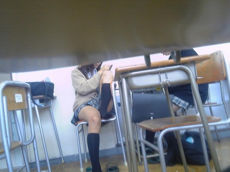 素人JK学校内撮りおふざけエロ画像7