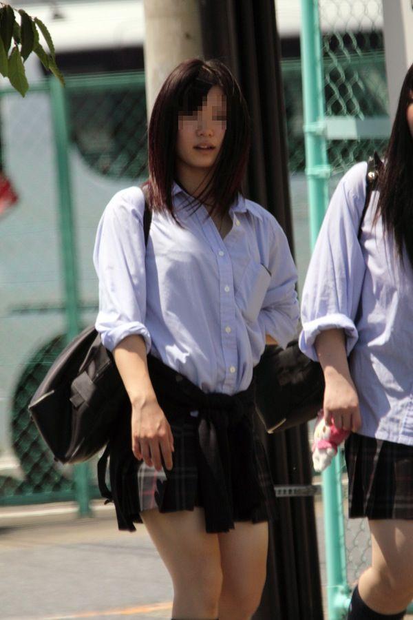 制服JKの着衣巨乳おっぱいを撮った素人エロ画像23