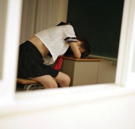 女子校生の腹チラ背チラのエロ画像17