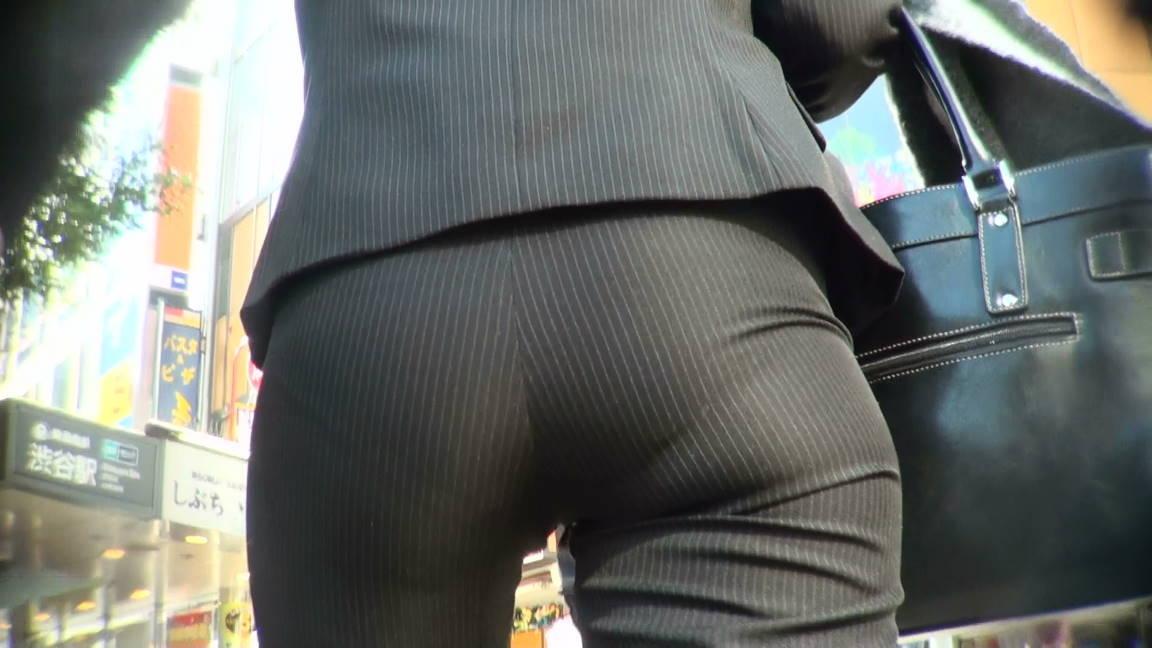 パンツスーツのOLさんのパン線お尻の素人エロ画像001
