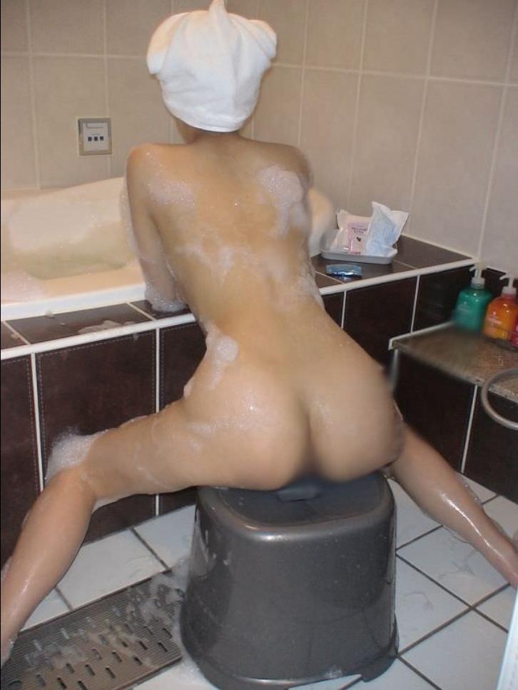 お風呂中の彼女を撮った素人エロ画像3
