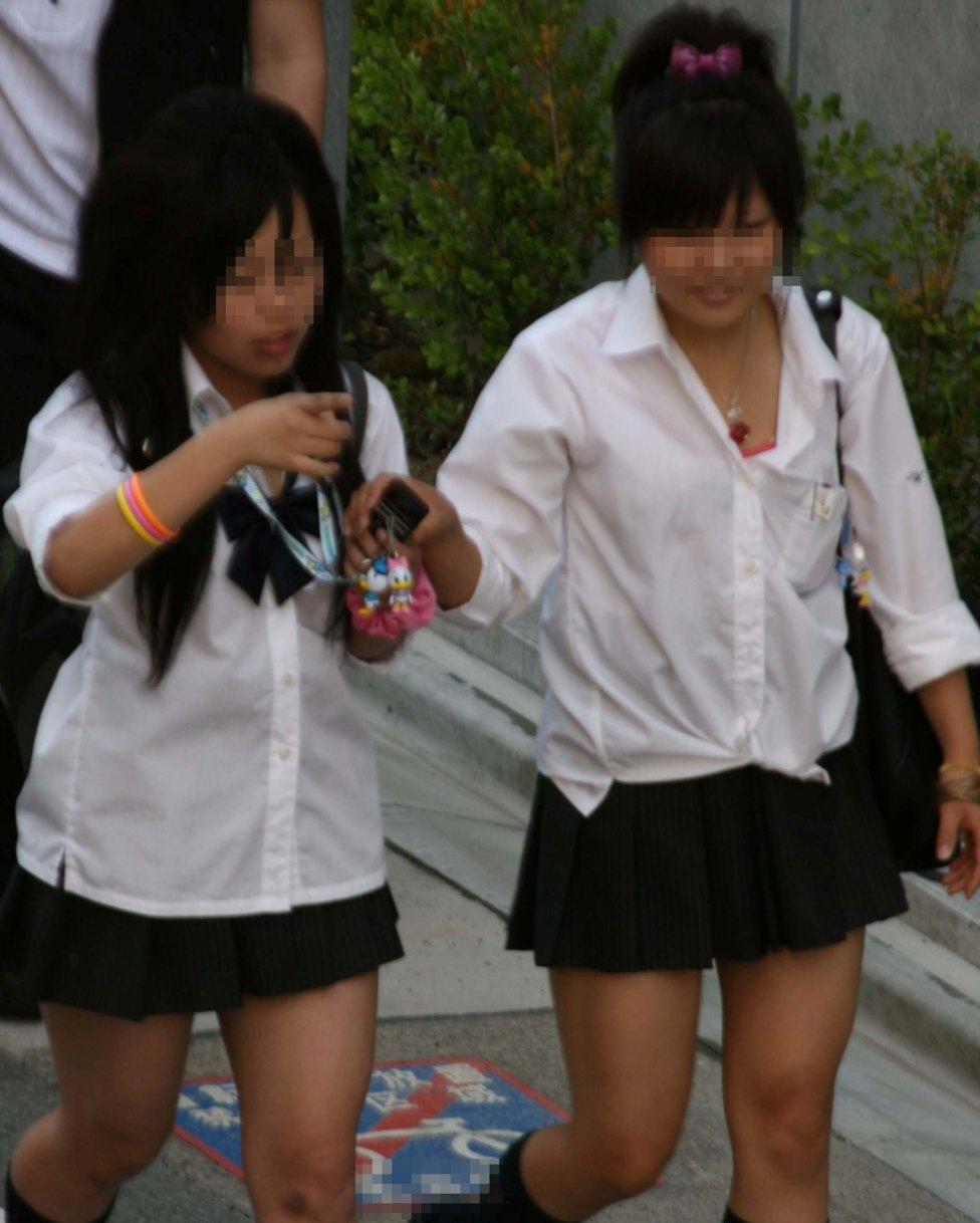 夏服JKの正面からの透けブラおっぱい010