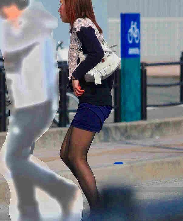タイトスカート女子の街撮り素人エロ画像18