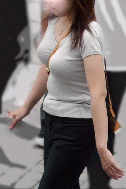 胸チラや着衣巨乳おっぱいの街撮り素人エロ画像16