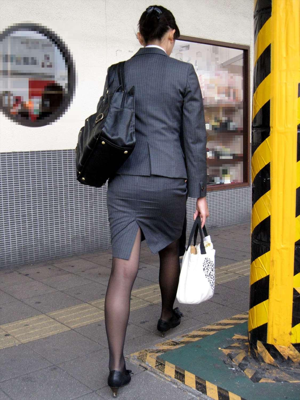 タイトスカートのお尻を街撮りしたOL素人エロ画像14