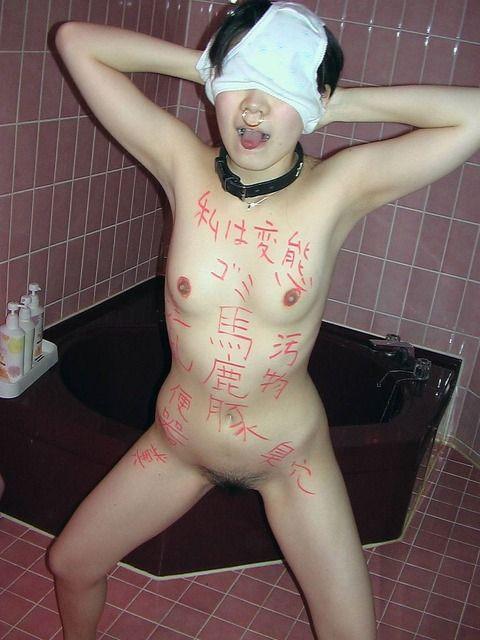 女性のガニ股姿のフェチエロ画像22