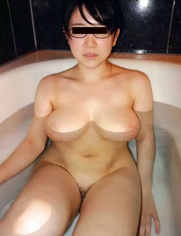 お風呂入ってる女子の素人エロ画像3