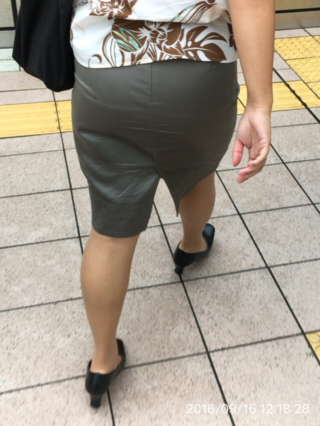 タイトスカートお尻の街撮り028