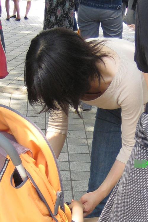 胸チラおっぱい素人エロ画像12