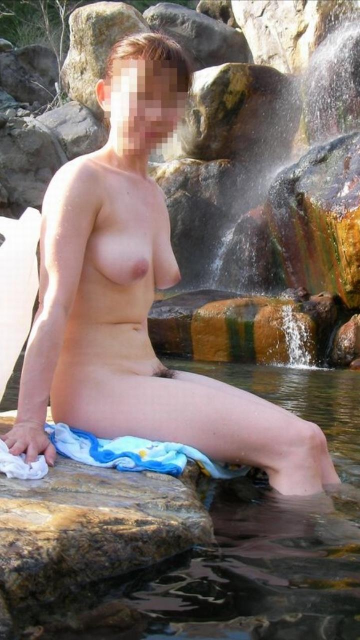 露天風呂の素人エロ画像011