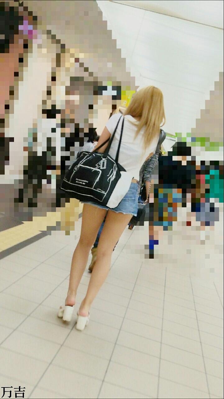 ショートパンツギャル素人エロ画像25