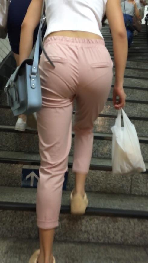 透けパンやパン線がエッチな女性を街撮りした素人エロ画像-037