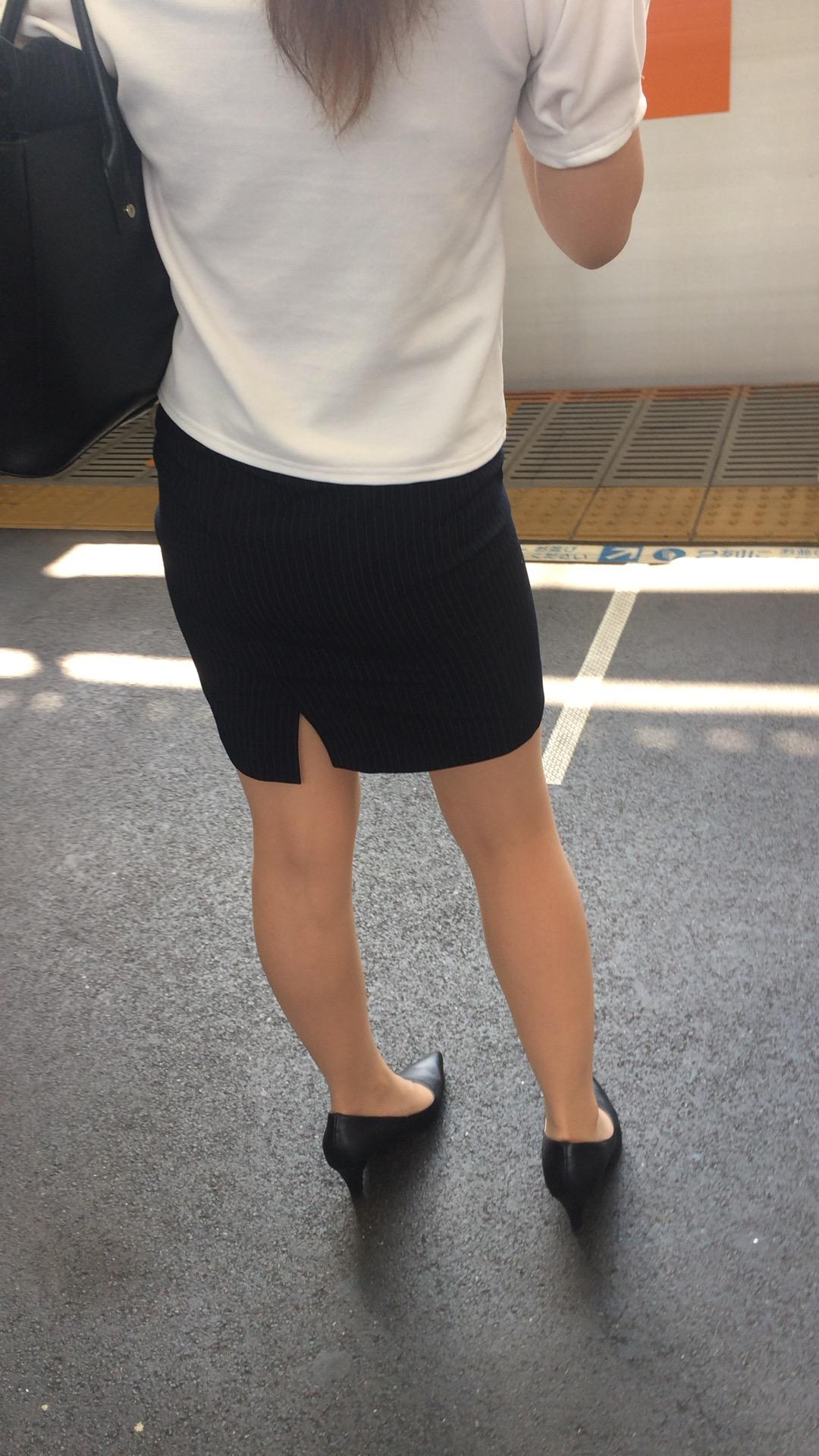 タイトスカートお尻の素人エロ画像16