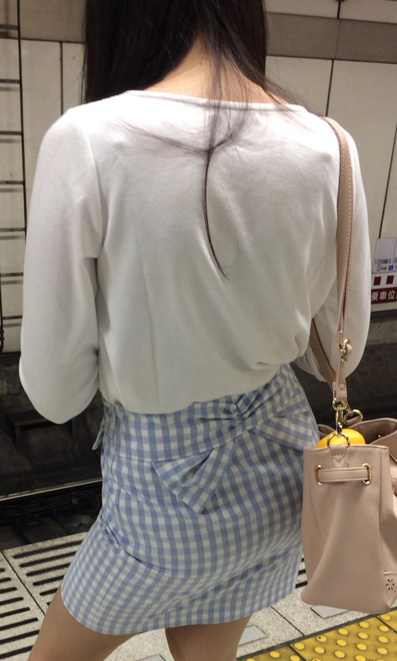 タイトスカートのお尻の素人エロ画像53