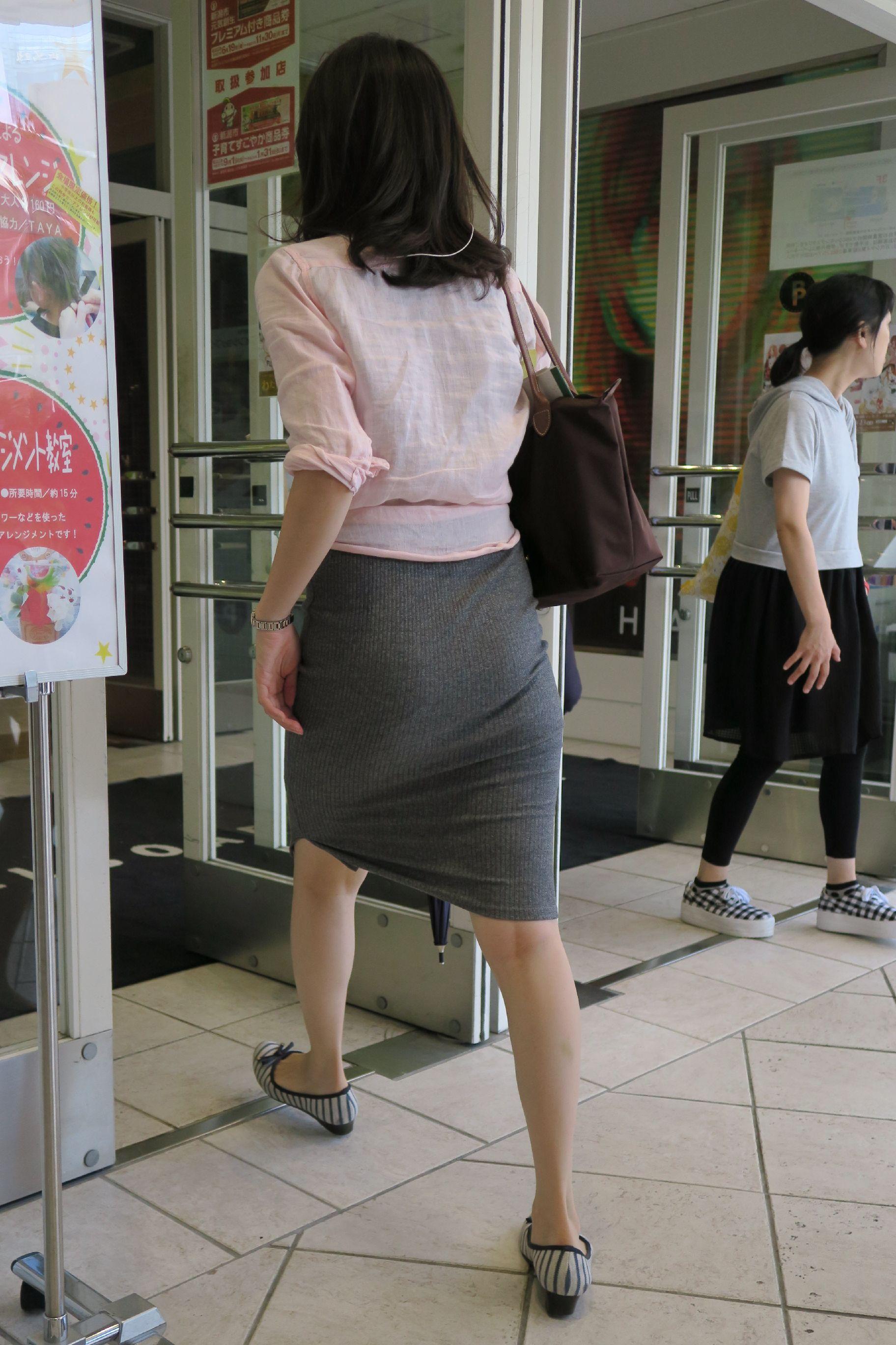 タイトスカートのお尻の素人エロ画像63