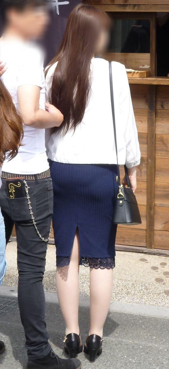 タイトスカートのセクシーなお尻を盗撮した素人エロ画像-057