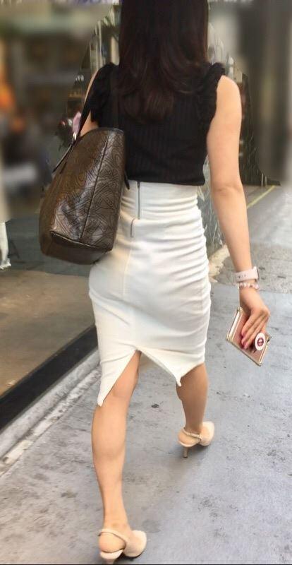 タイトスカートのお尻の素人エロ画像44