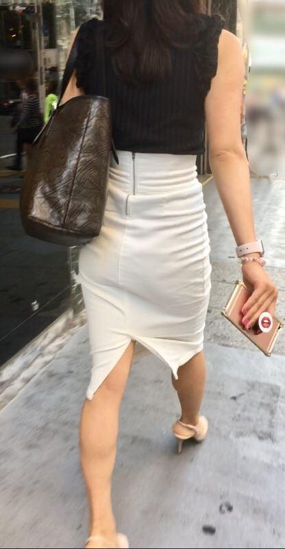 タイトスカートのセクシーなお尻を盗撮した素人エロ画像-015