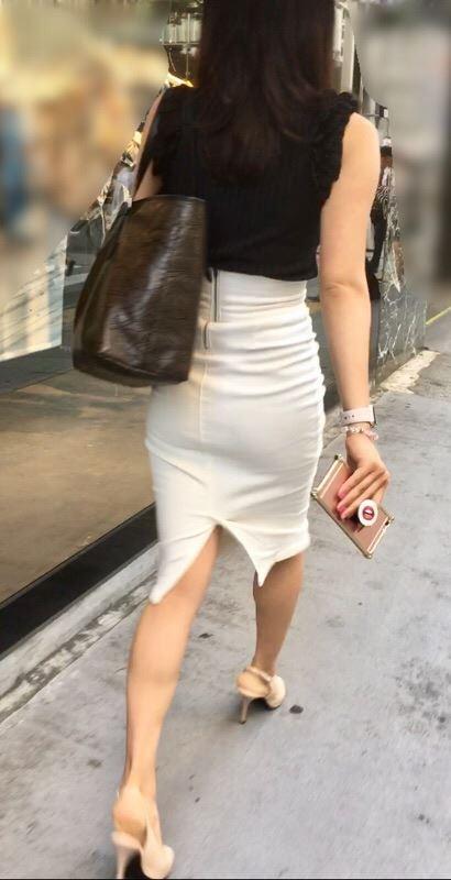 タイトスカートのお尻の素人エロ画像42