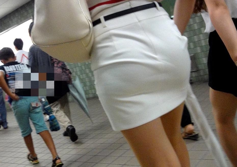 タイトスカートのお尻街撮り素人エロ画像-1