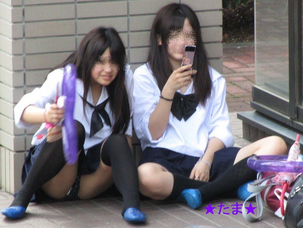 女子高生の太もも街撮り素人エロ画像6