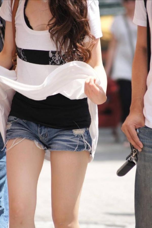 ショートパンツ女子の街撮り素人エロ画像25