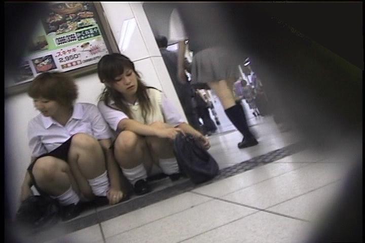 女子高生の太もも街撮り素人エロ画像19