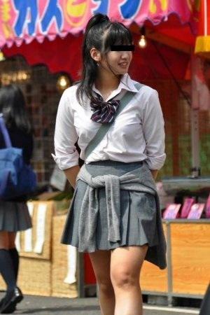 女子高生の制服おっぱい街撮り素人エロ画像35