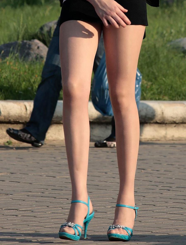 太ももが性器に思えちゃうショートパンツ女子を街撮り10