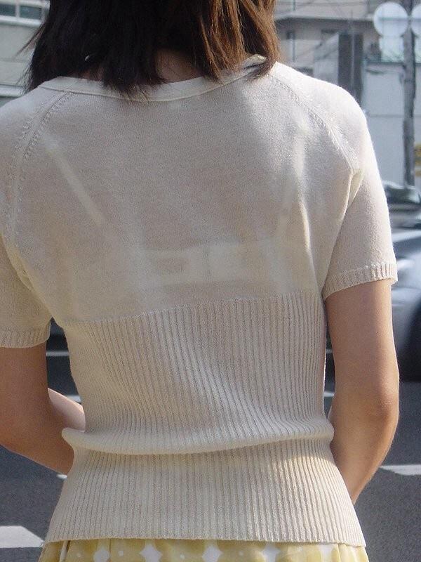 透けブラと肌がエッチな女性を街撮り-13