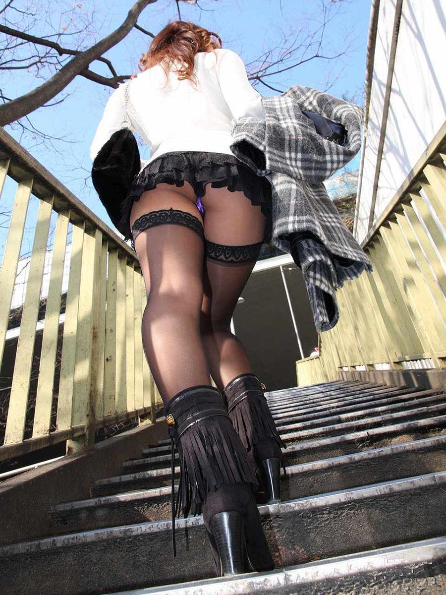 ミニスカ女子の階段盗撮パンチラ22