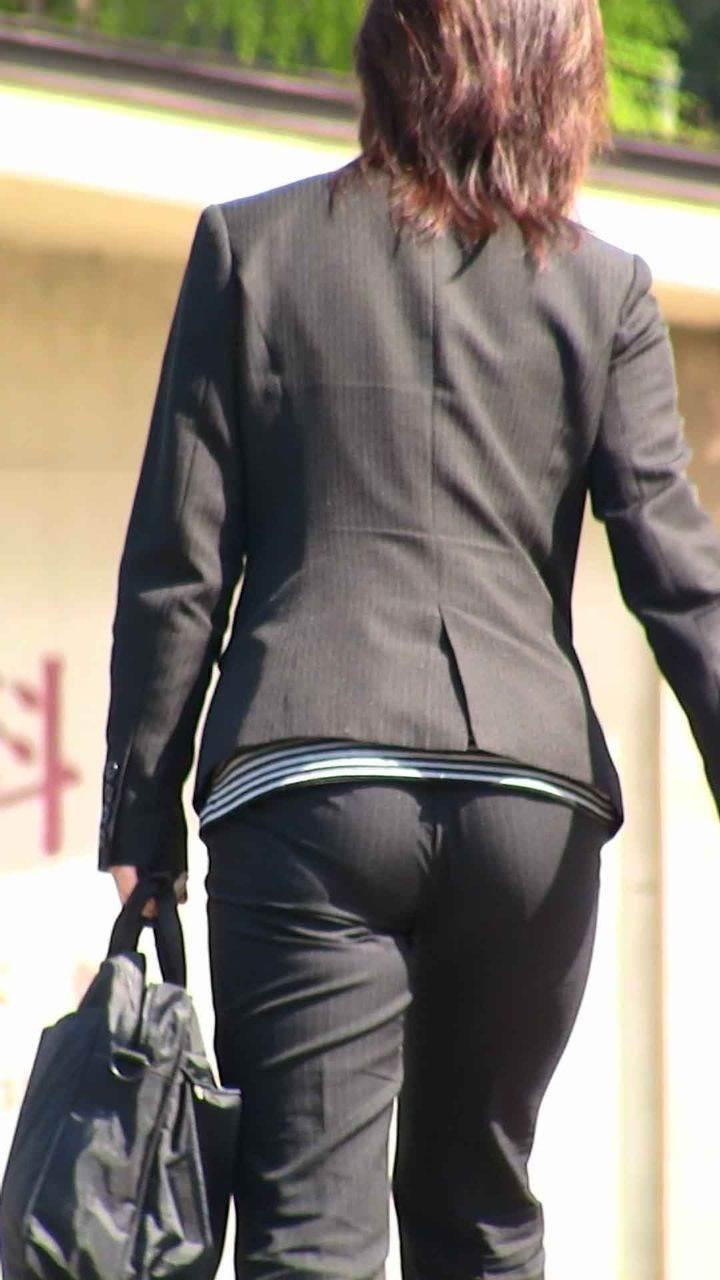パンツスーツのエッチなお尻街撮り12