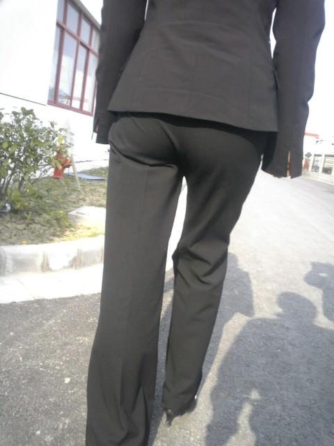 パンツスーツのエッチなお尻街撮り19
