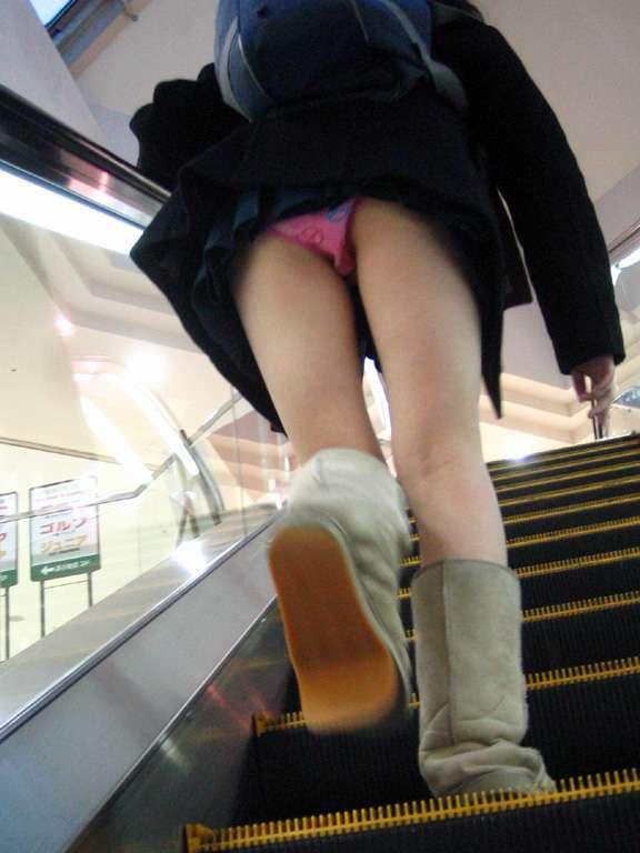 エスカレーターで女子高生のパンチラ盗撮-7