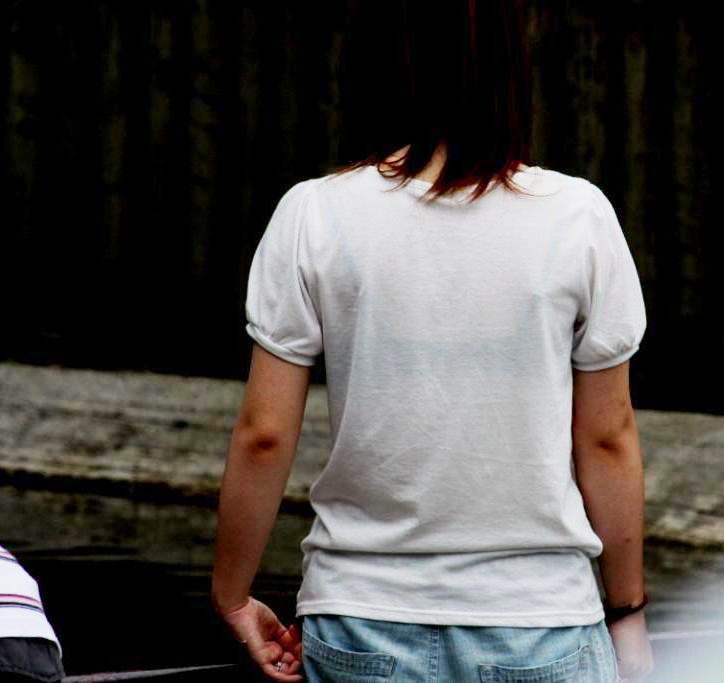 透けブラ女子の背中や胸元を街撮り-6