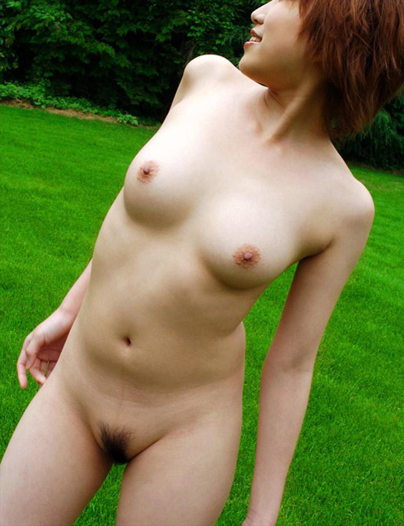 全裸で全部見せちゃう野外露出女子の素人エロ画像-18