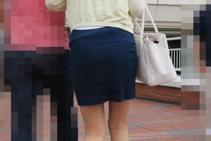 タイトミニスカートのお尻がエッチな素人エロ画像-9