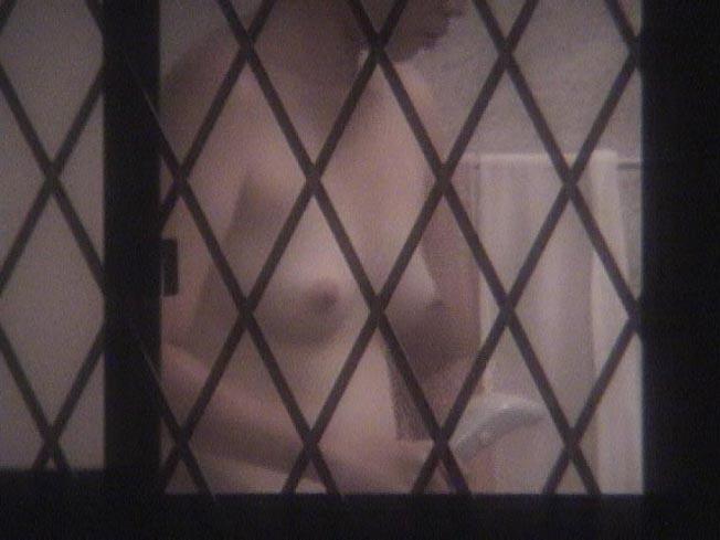 部屋やお風呂を覗かれている民家盗撮-034