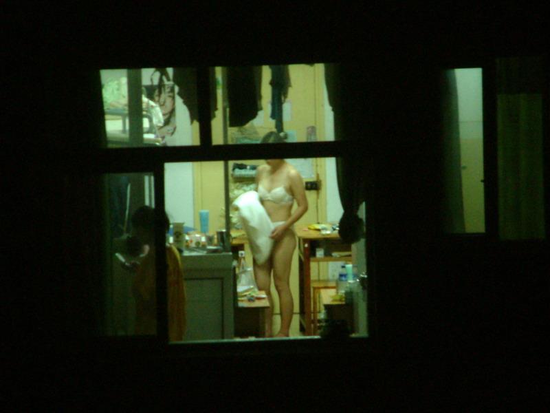 部屋やお風呂を覗かれている民家盗撮-029