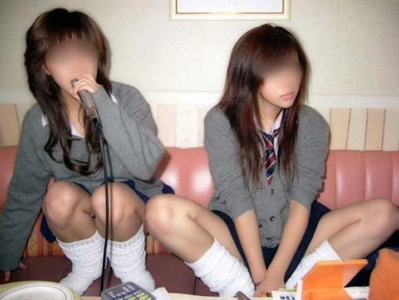エッチにふざける女子高生の画像012