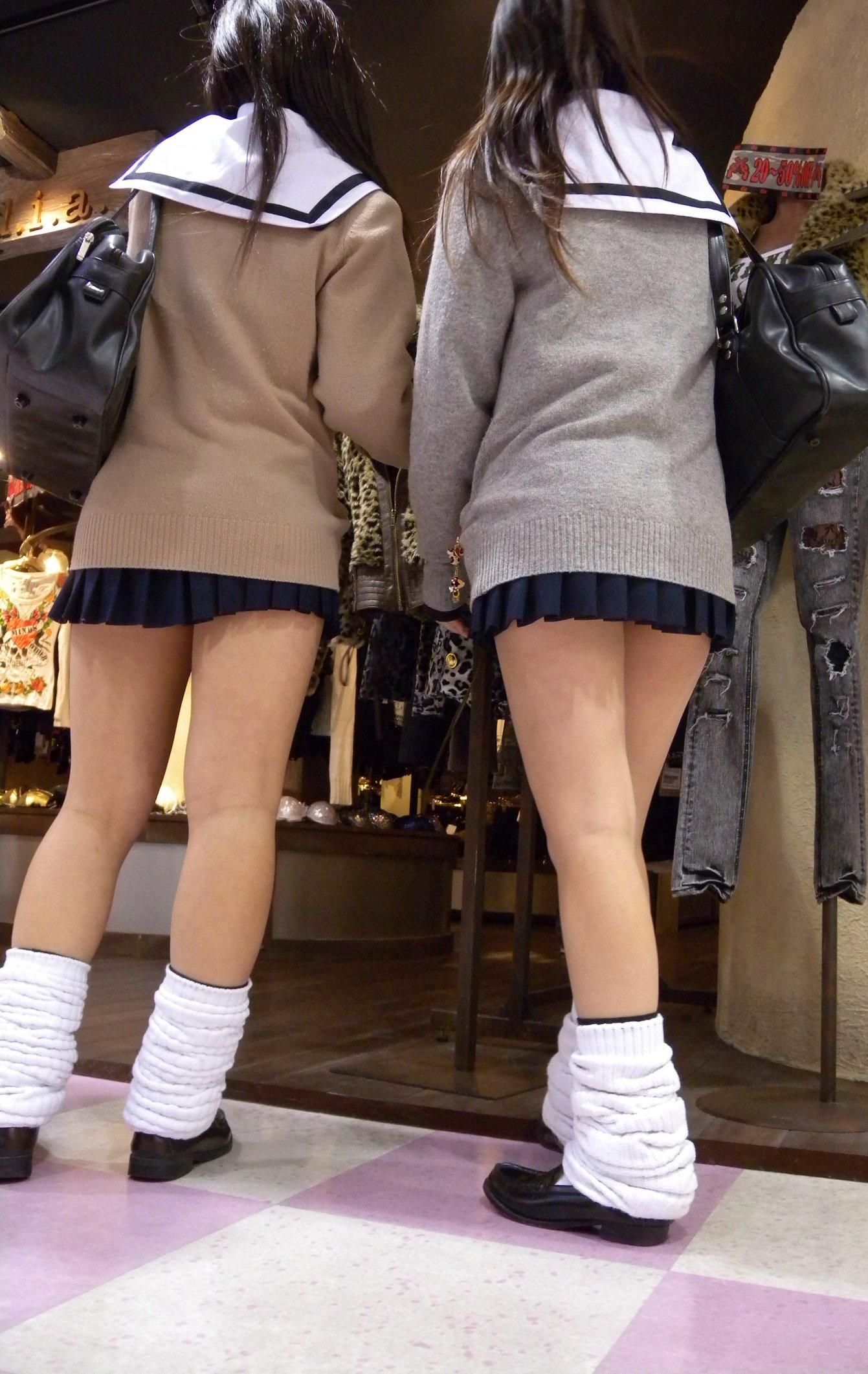 ムチムチエッチな女子高生の太ももの街撮り画像018