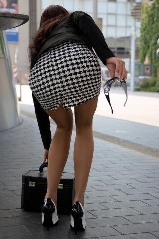 ミニスカやタイトスカートのエッチなお尻を街撮りした画像004