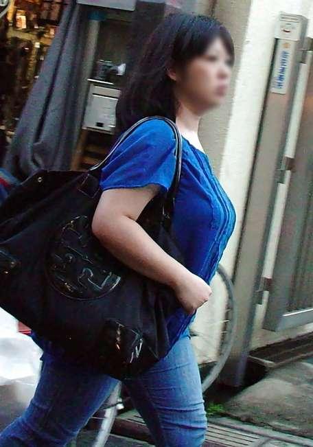 デカすぎ着衣巨乳おっぱいを街撮り-006